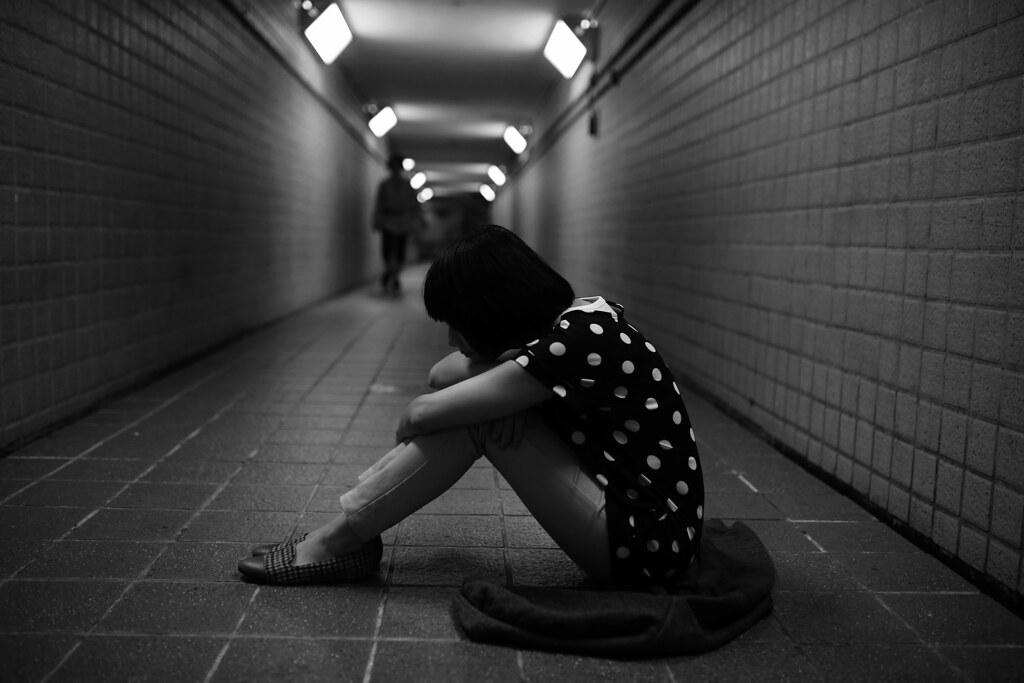 地下道 台北 Taipei 2015/11/13 在地下道拍這個景的時候,實際拍出來我才發現我太過陰暗,不是很適合妹妹來拍!哀哀!我什麼時候才可以不要那麼陰暗!不過還好妹妹很配合,還是把我想要的畫面呈現出來!還穿上我臭臭的外套!  Canon 6D Sigma 35mm F1.4 DG HSM Art IMG_7941 Photo by Toomore