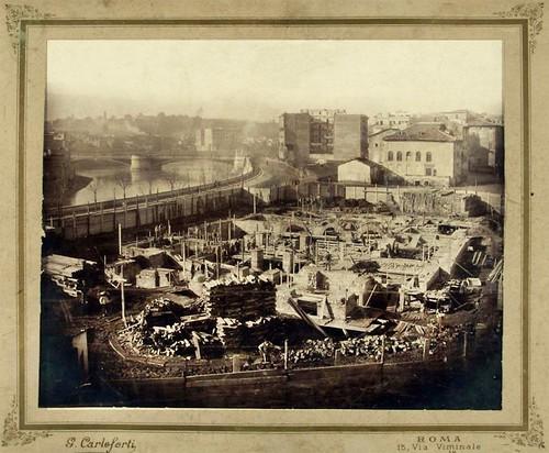 ROMA ARCHEOLOGICA & RESTAURO ARCHITETTURA: Roma, Sinagoga di Roma (1901) - Costruzione della Sinagoga (fondamenta), sulla sinistra il Tevere e Ponte Garibaldi. Fonte: Roma ieri oggi | FACEBOOK (20|11|2015).