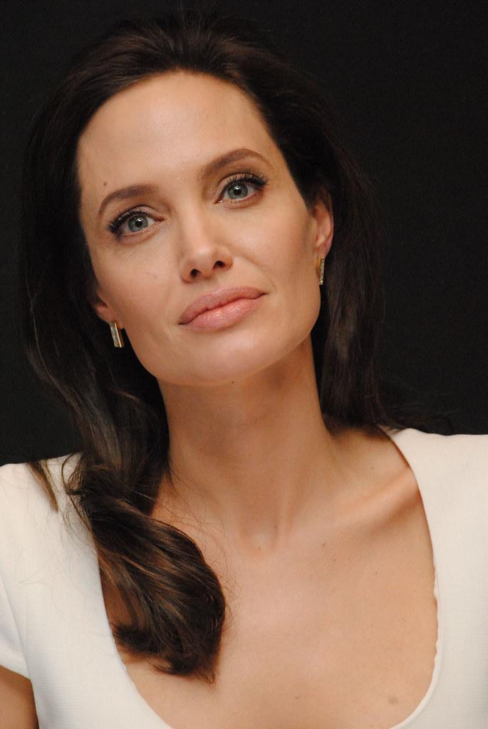 Анджелина Джоли — Пресс-конференция «Несломленный» 2014 – 108