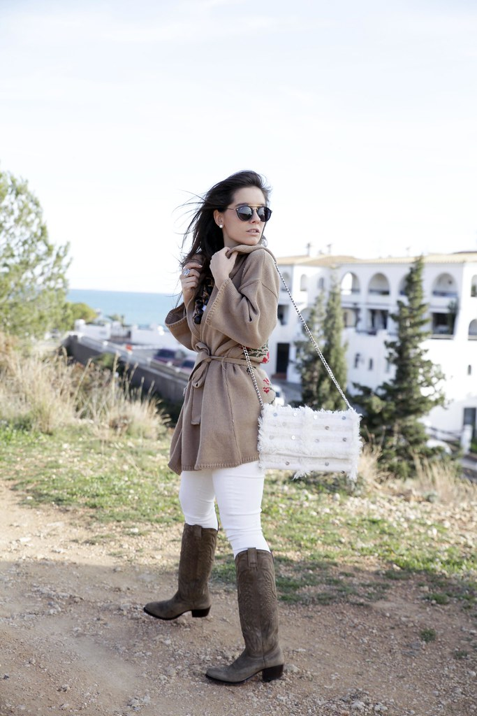 07_trend_alert_flowers_outfit_spring_blogger_influencer_barcelona_theguestgirl_laura_santolaria