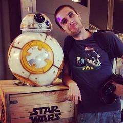 Yo ya he conocido a BB-8 y me ha dicho que el #DespertardelaFuerza tiene mucha... arena! #starwars #telefónica #disney #unboxingstarwars