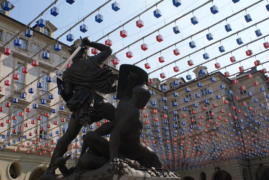 Lutte contre les cubes dans le centre historique de Turin.