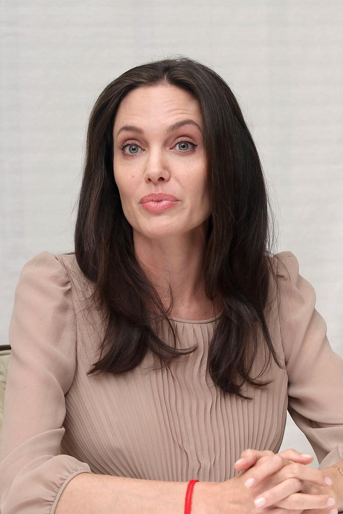 Анджелина Джоли — Пресс-конференция «Лазурный берег» 2015 – 49