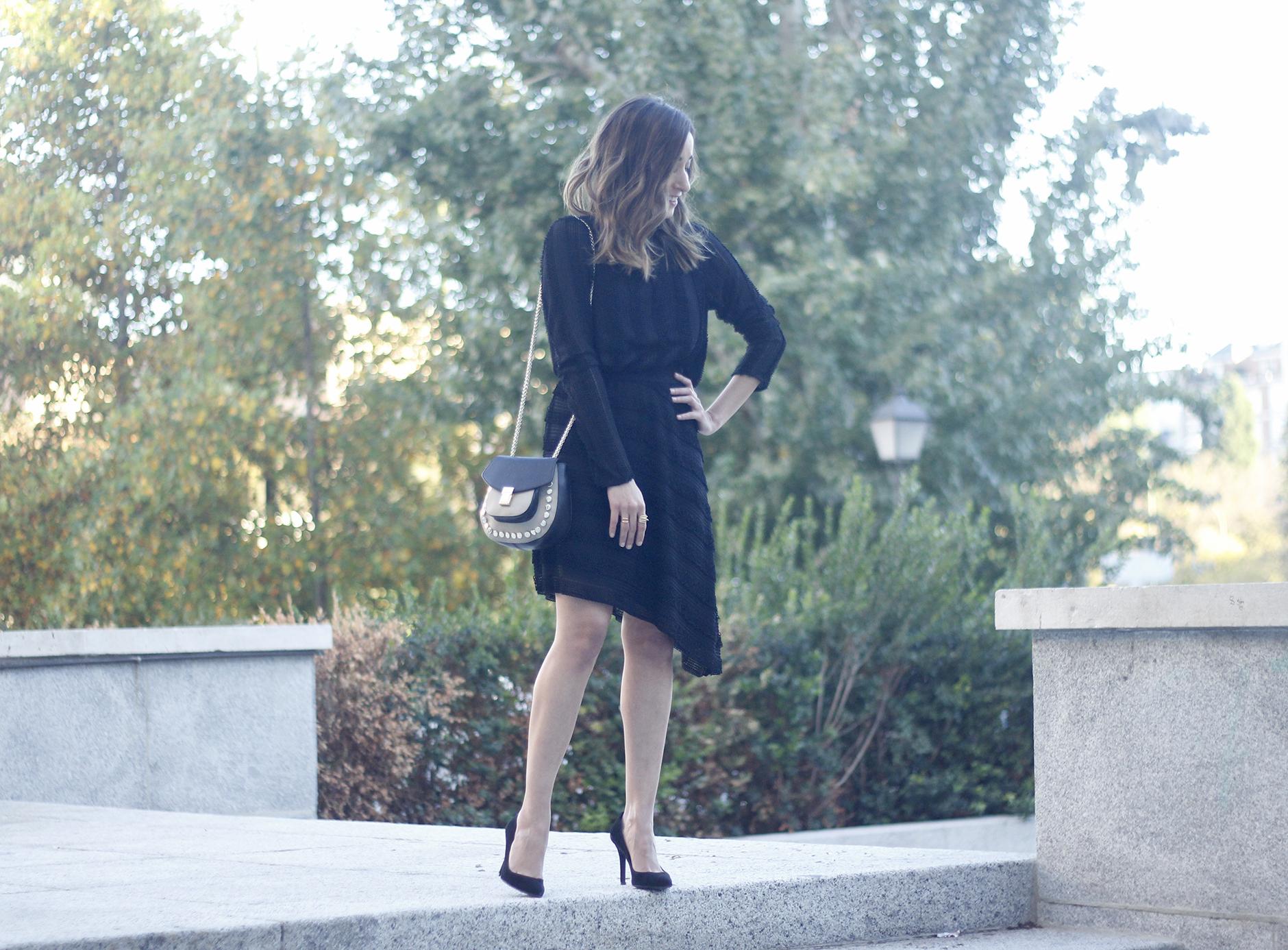 asymmetrical black dress uterqüe bag outfit streetstyle10
