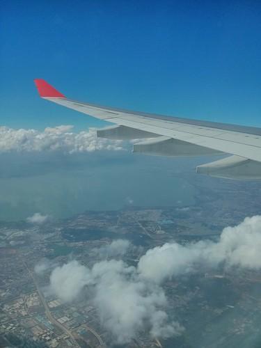 Dragonair Flight KA 760 from  Hongkong International (HKG) to Kunming Changshui International (KMG) (Airbus 330-300 - B-HLB) - Aerial View just before landing (Dianchi Lake - 滇池)