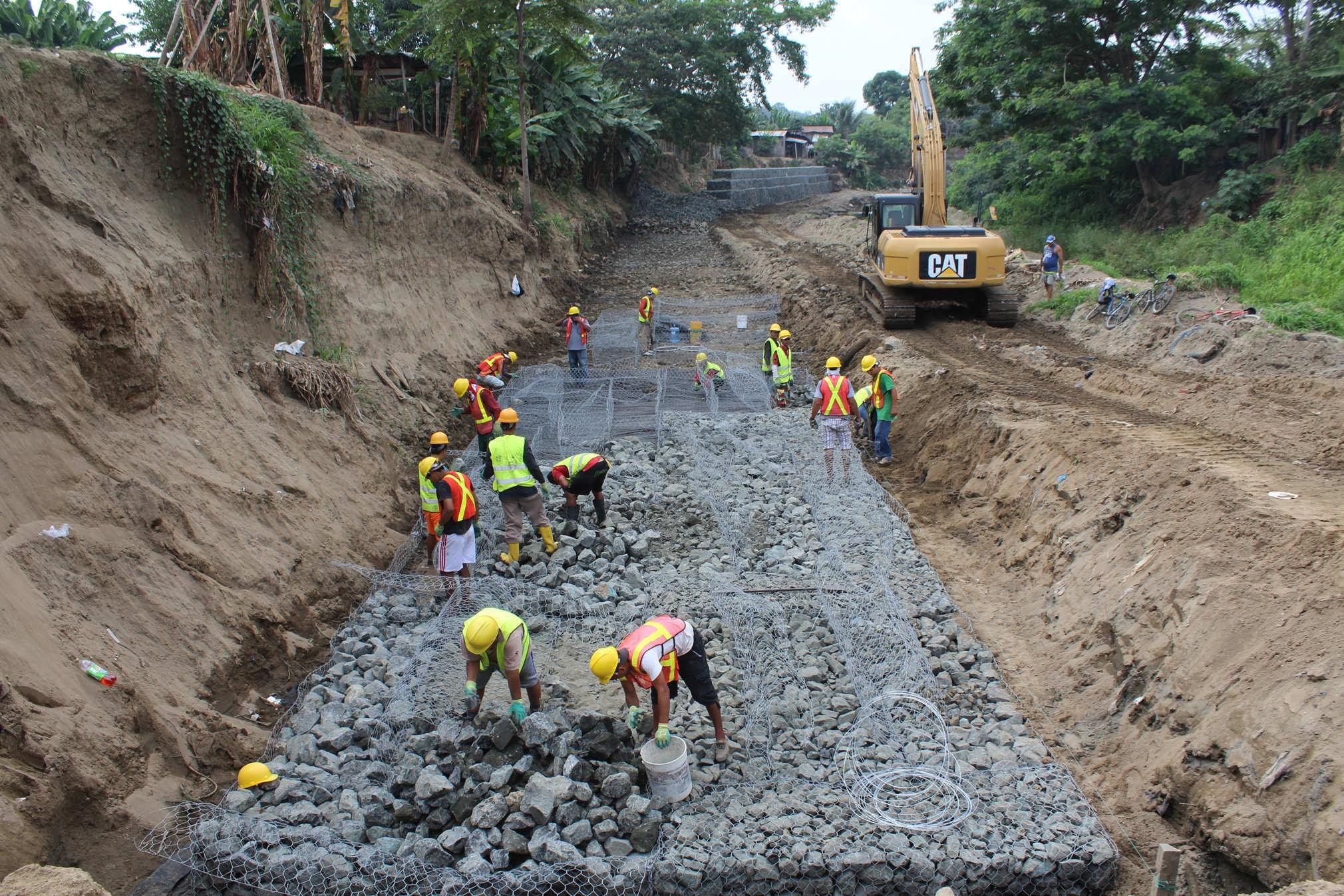 alcalde de chone inspecciono trabajos de construccin de muro de gaviones - Muro De Gaviones