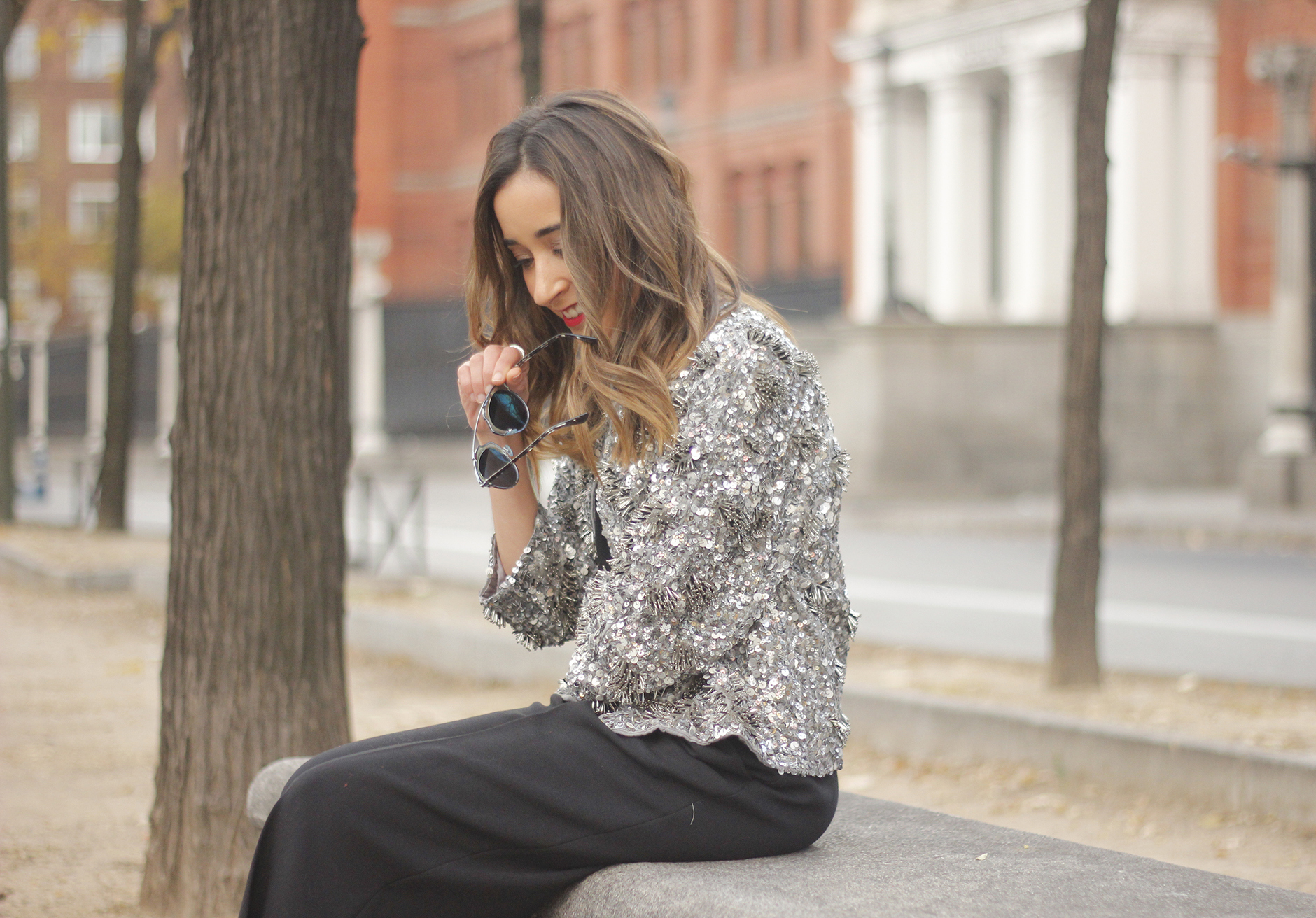 sequined jacket cropped trousers winter outfit black heels accessories streetstyle06