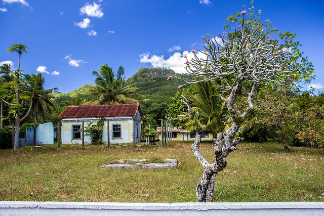 Cook Islands - Rarotonga - House and mountain