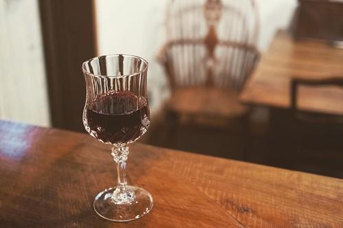 何かと慌ただしい季節になりましたが、たまには時が止まったような空間の当店においで下さい。今月ご来店のお客さまにはグラスワイン一杯サービスさせて頂きます。パブタイムでなくてもお出ししますのでお寛ぎください。 a glass of wine #freedrink