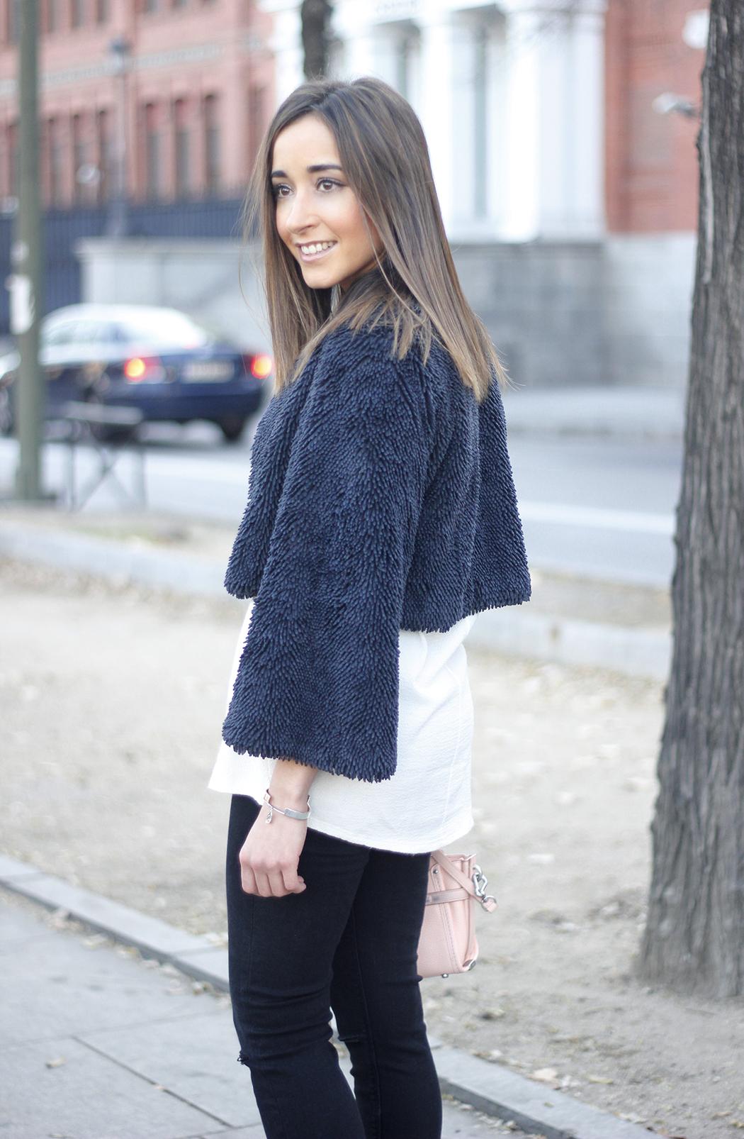 black jeans, coach bag, outfit, style, heels, white t-shirt, Fur Effect Jacket, uterqüe15