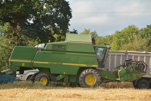 john deere 2258 combine harvester unloading winter wheat dennison bulk tipper trailer lombardstown jd green grain harvest grain2016 grain16 harvest2016 harvest16 corn2016 corn crop tillage crops cereal cereals golden straw dust chaff county cork ireland irish farm farmer farming agri agriculture contractor field ground soil earth work working horse power horsepower hp pull pulling cut cutting knife blade blades machine machinery collect collecting mähdrescher cosechadora moissonneusebatteuse kombajny zbożowe kombajn maaidorser mietitrebbia nikon d7100