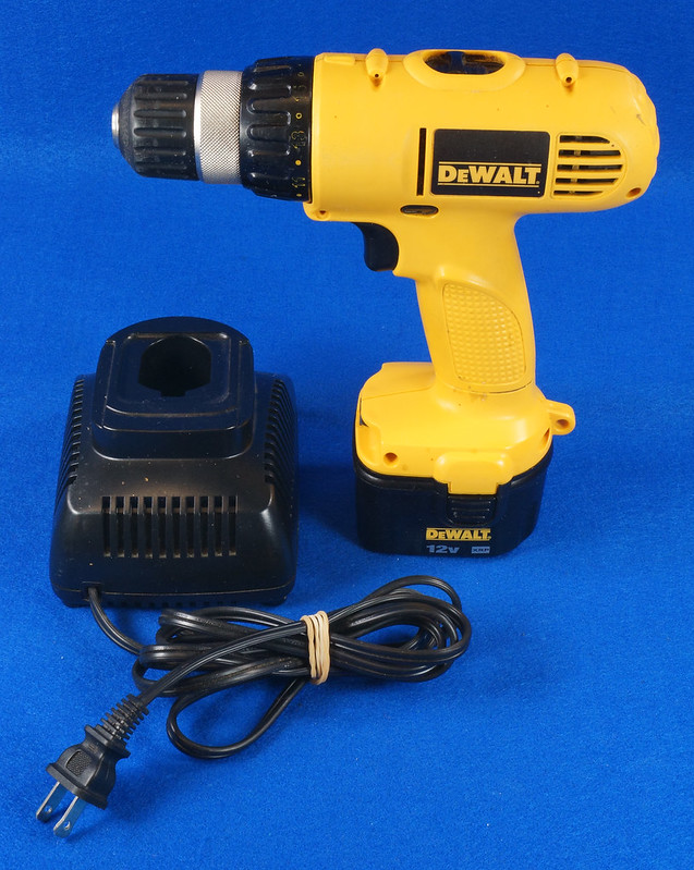 RD15258 DeWalt DW927K-2 12V NiCd Cordless Drill Driver Battery & Charger DSC08785