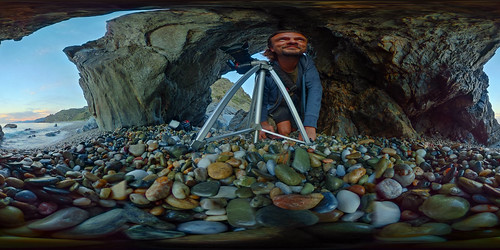 theta ricoh 360 stones rocks tripod man beach foto photography nature sunset great cave colors