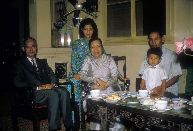 SAIGON 1966 - Gia đình BS Phan Huy Quát - by Douglas Ross