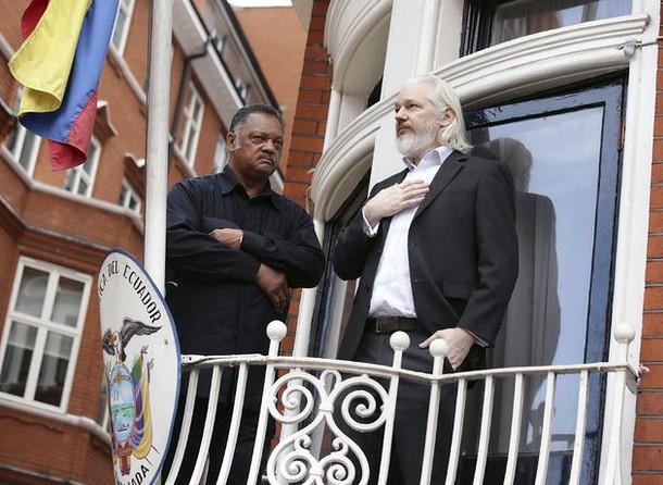 Assange dice temer por su vida