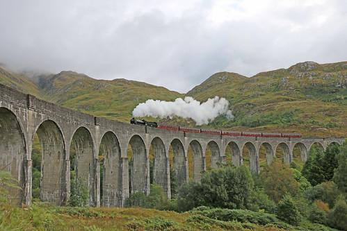 uk mountain clouds canon scotland harrypotter tourist steamtrain lner glenfinnanviaduct 62005 thejacobite mainlinesteam k1class