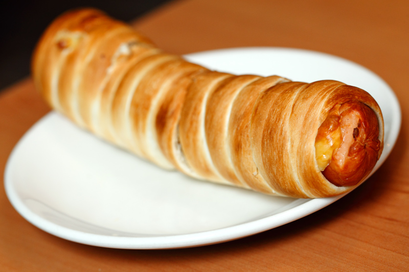 Jumbo-Cheesy-Chicken-Hot-Dog-Pretzel