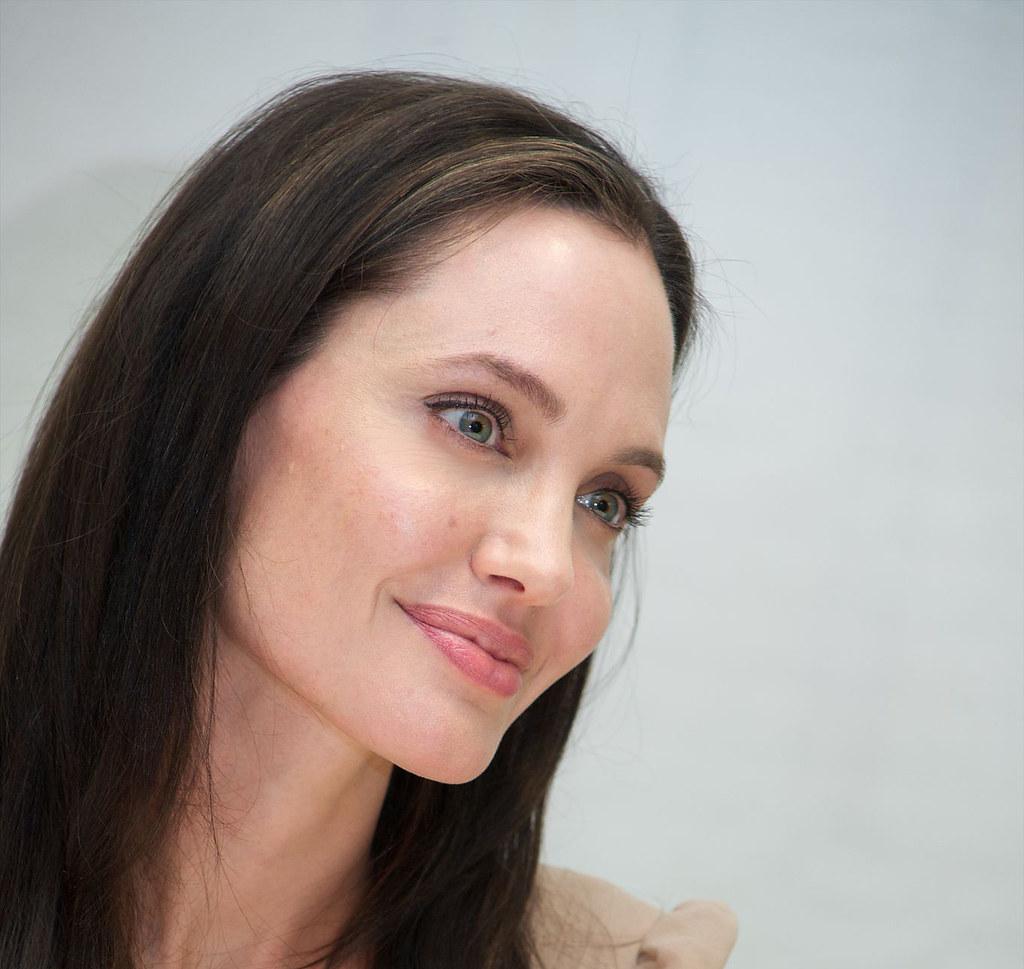 Анджелина Джоли — Пресс-конференция «Лазурный берег» 2015 – 13