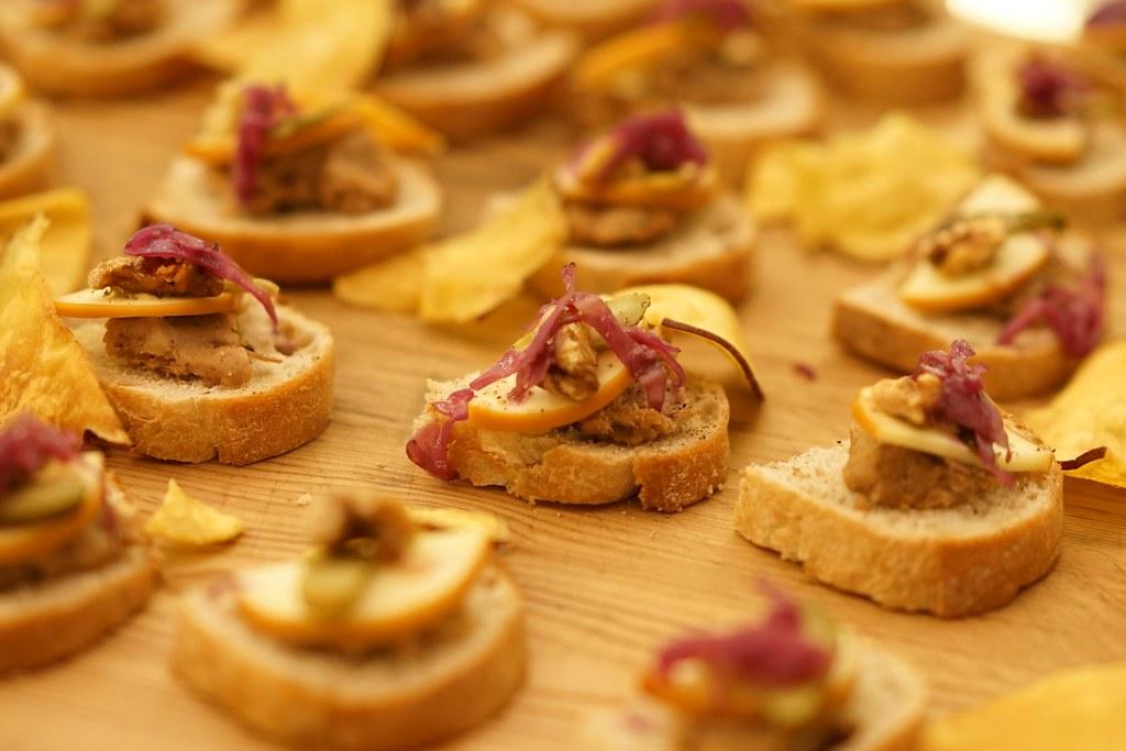 スモークチーズと胡桃とタルティーヌ