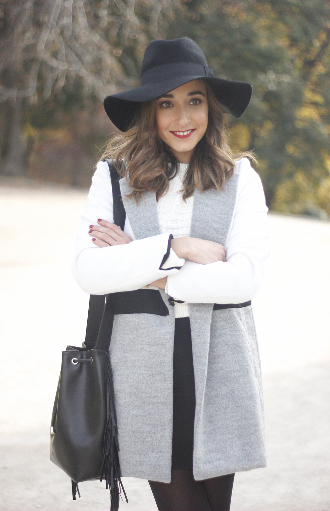 tricolor coat black skirt black hat winter outfit09