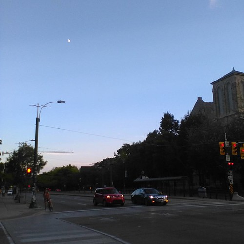 Spadina Avenue and moon #toronto #spadinaavenue #moon #evening #spadina #harbordstreet