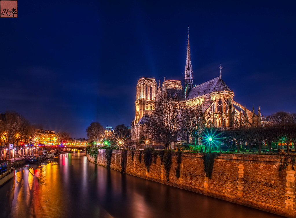 Notre Dame de Paris at Night (2 of 1)