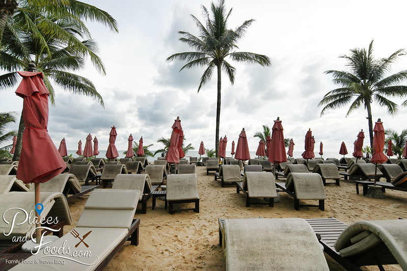 ramada khao lak hotel beach benches