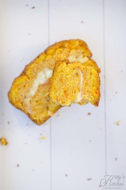 Pumpkin bread with cream cheese1