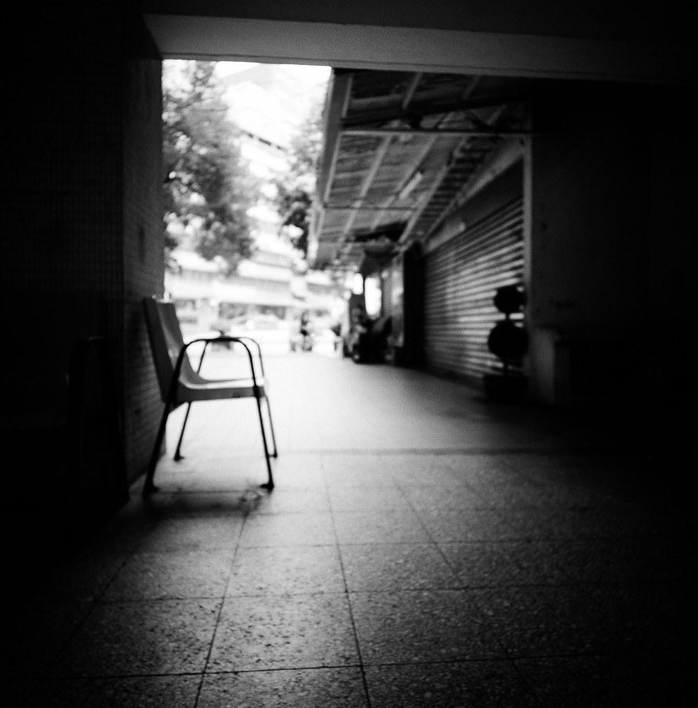 忠駝國宅 台灣 Taiwan / Lomo LC-A 120 2015/11/13 這張就沒有對到焦,但意境應該還可以接受。因為我就是想要拍這樣的感覺,其實 LC-A 測光出來的結果都還滿順自己的意思。  Lomo LC-A 120 Kodak TRI-X 400 / 400TX 120mm 3527-0006 Photo by Toomore