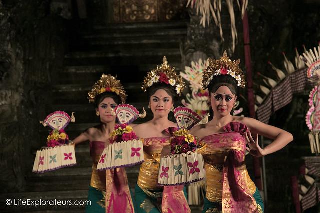 Ubud-dance-lotus-pond
