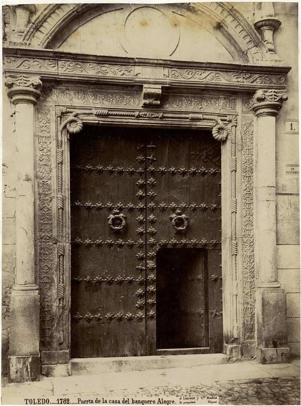 Portada del Hospital de Don Diego de Bálsamo por Jean Laurent hacia 1870. Título: Casa del Banquero Alegre