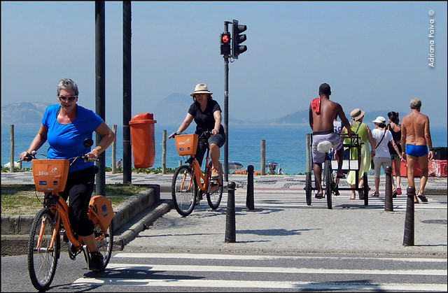 Ciclistas Tembici Ipanema primavera turistas pedestres