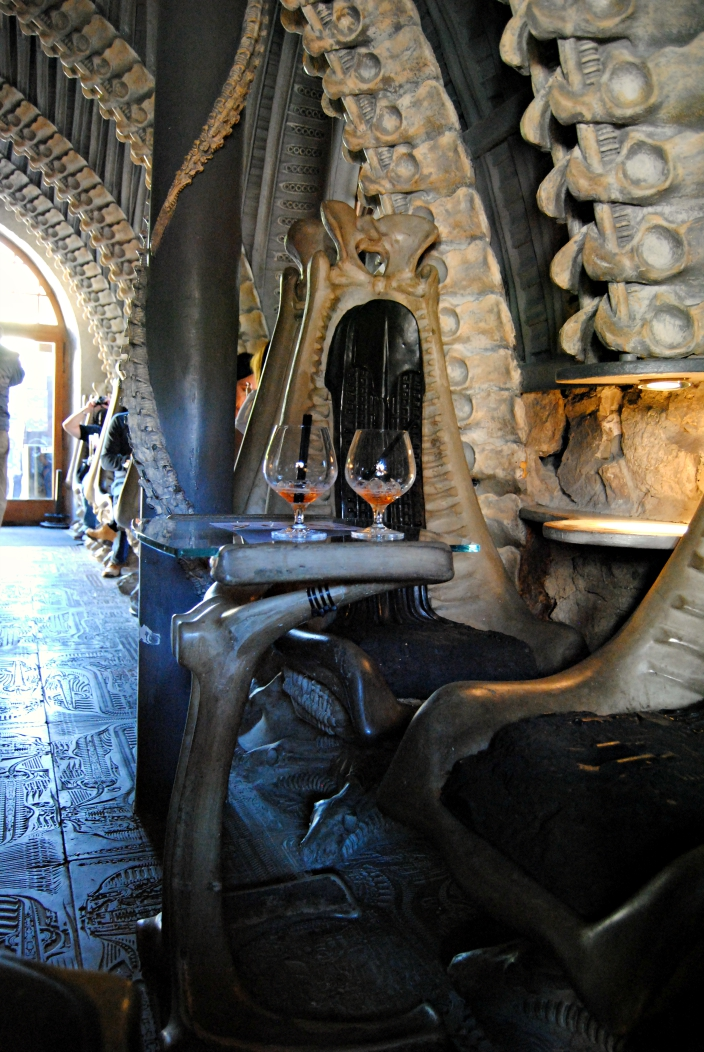 HR Giger Bar (09)