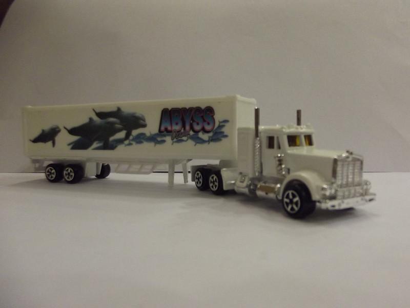 N°604 Kenworth W900 + Semi Container 22588299681_997c2c60de_c