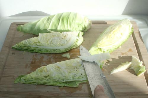 18 - Spitzkohl vierteln & Strunk entfernen / Quarter cabbage & remove stalk