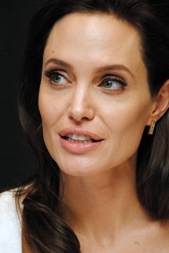 Анджелина Джоли — Пресс-конференция «Несломленный» 2014 – 87