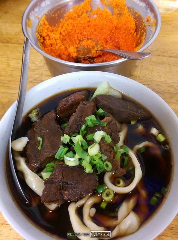 【新北市三重牛肉麵】小吳牛肉麵,美味的牛肉麵還有麻醬麵,推薦刀切麵