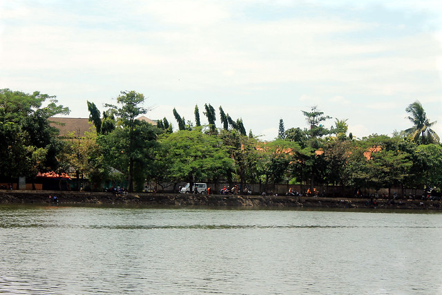 Jalan di Pinggir Situ Babakan