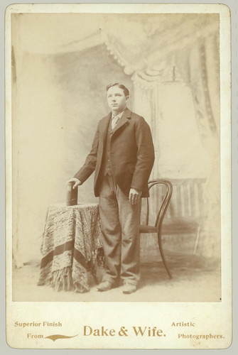 Cabinet Card Man table and chair