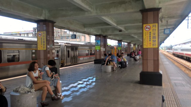 Hualien Railway Station - platform