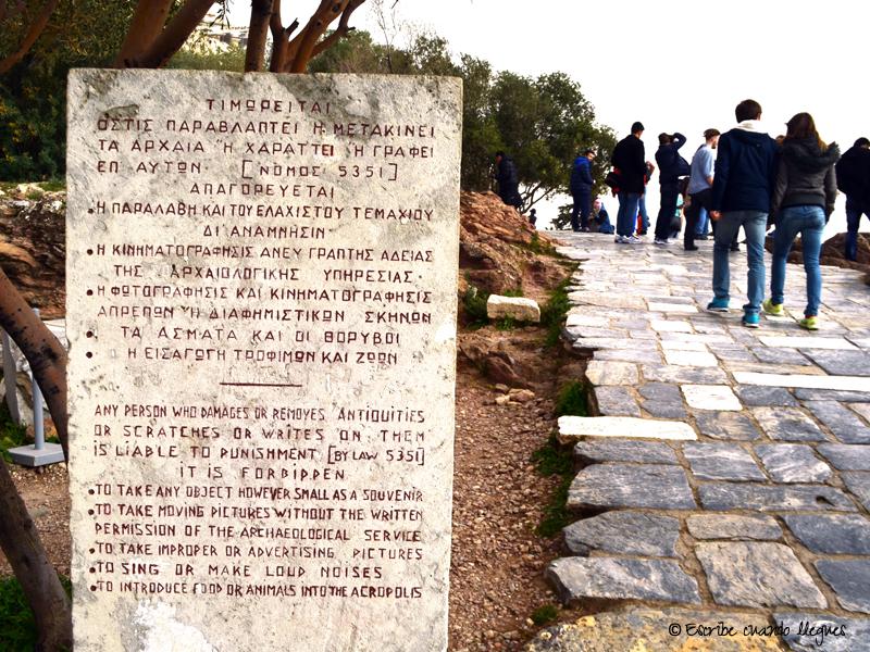 Cartel explicativo de la normativa a seguir dentro del recinto arqueológico