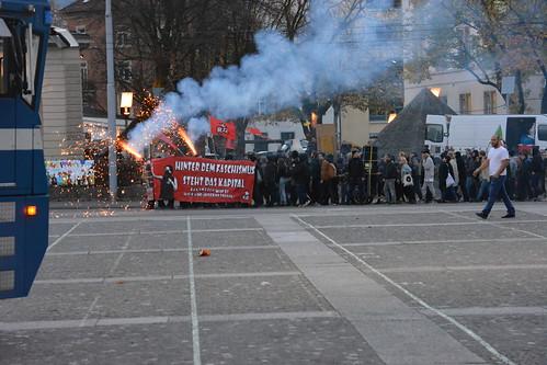20151107 - Demo «Stacheldraht zu Altmetall»