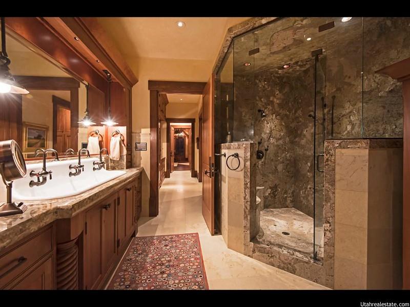 Дорогой ремонт ванной комнаты