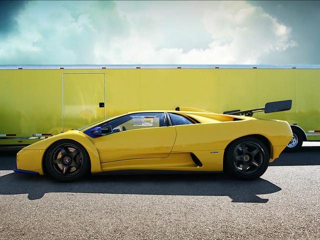 Желтый Lamborghini Diablo GT-R. 2000 год