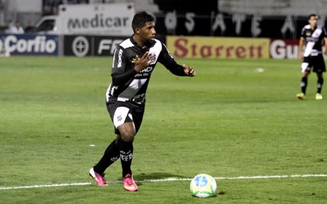 Gr�mio admite dificuldade na negocia��o do lateral Rodinei, que deve ir para o Flamengo