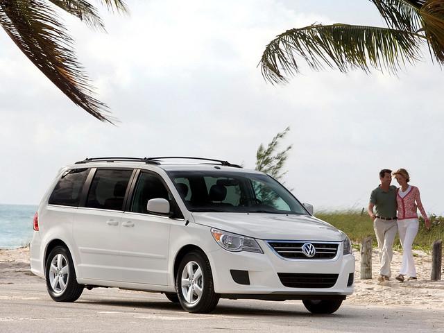 Семиместный минивэн Volkswagen Routan 2008 – 2013 годы