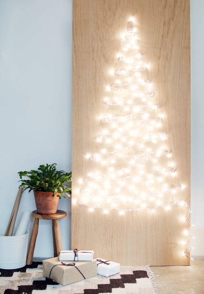 6 schöne Weihnachtsbaum Alternativen: Weihnachtsbaum aus Lichterketten