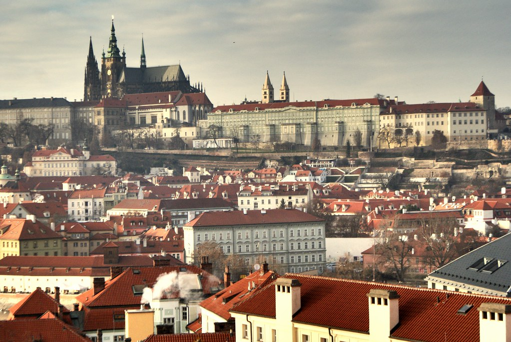Vue sur le Chateau de Prague depuis la tour astronomique de l'Université.