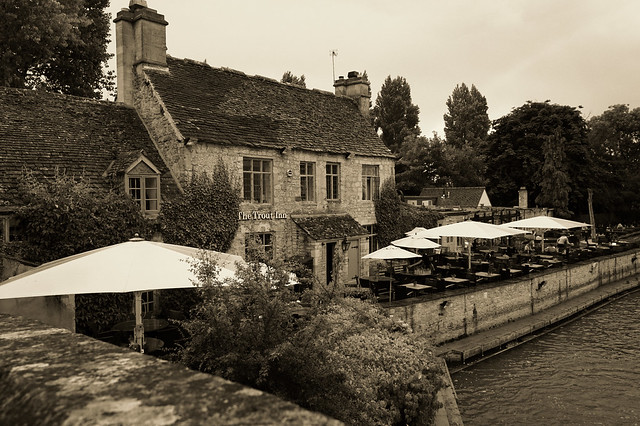 Wolvercote / Oxfordshire (England) The Trout Inn on the river Thames