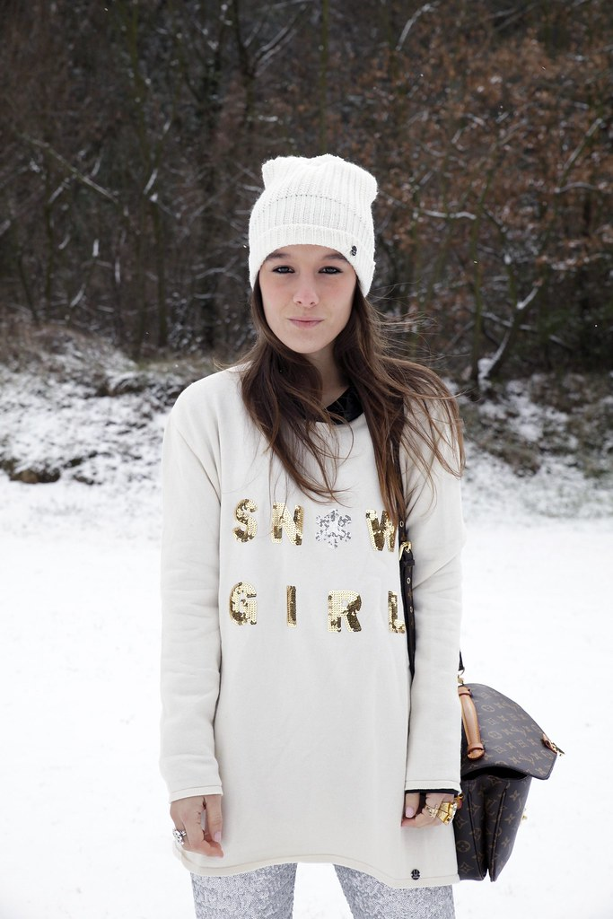 03_SNOW_GIRL_OUTFIT_THEGUESTGIRL_LAURA_SANTOLARIA_FASHION_BLOGGER_RUGACOLLECTION_MOUBOOTS_WINTER